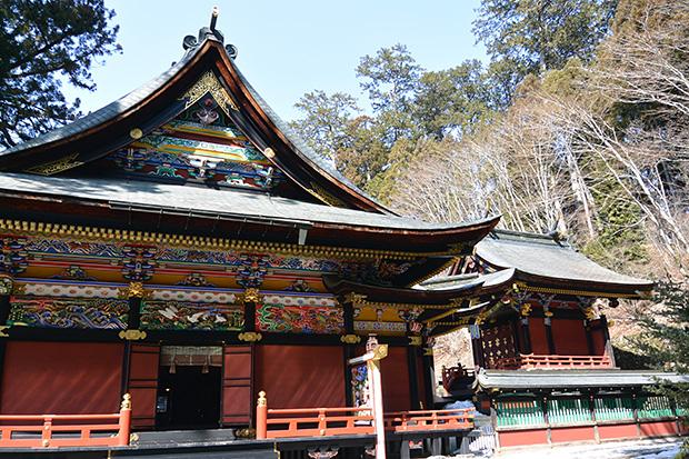三峯神社拝殿と本殿