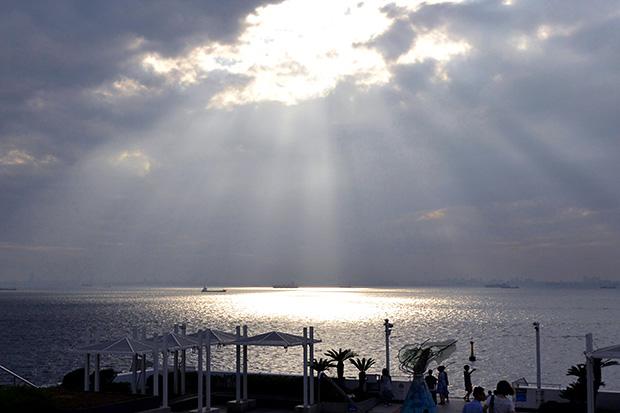 「海ほたる」の日差し