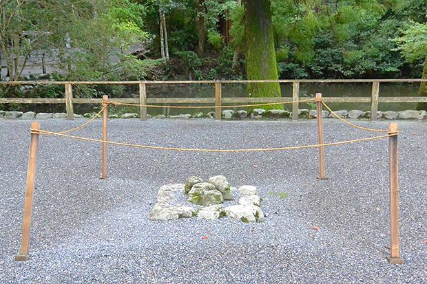 伊勢神宮・外宮の三つ石