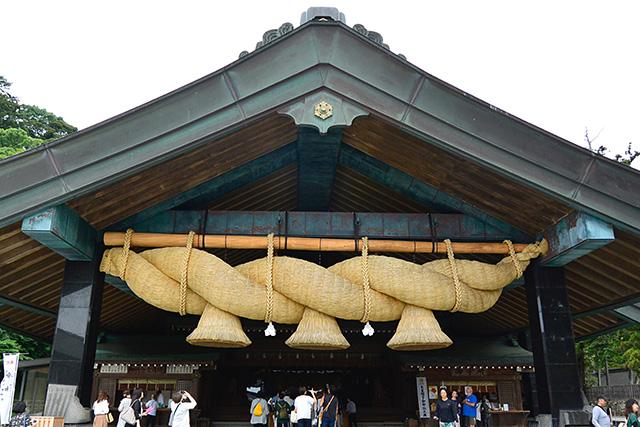日本一のしめ縄・神楽殿