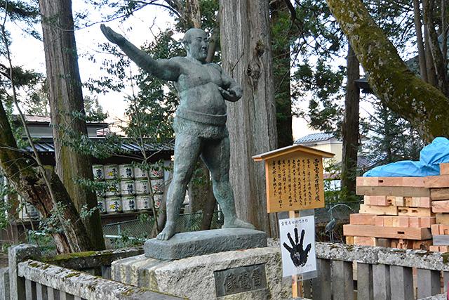 長野出身「雷雷為右衛門」の像