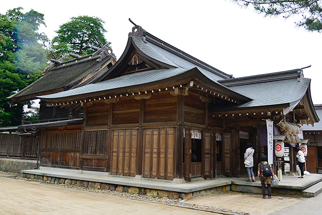八重垣神社・拝殿と本殿