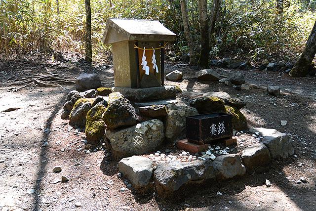 新屋 山神社の奥宮